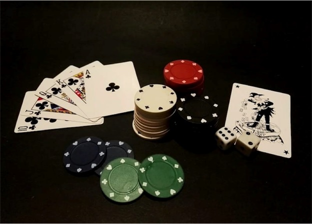 Online poker algorithms act